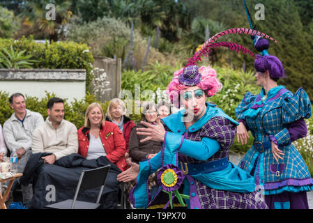 Oh No It Isn't. A virbrant, colourful theatre performance presented by LKT Productions at theatre Garden in Cornwall. - Stock Photo