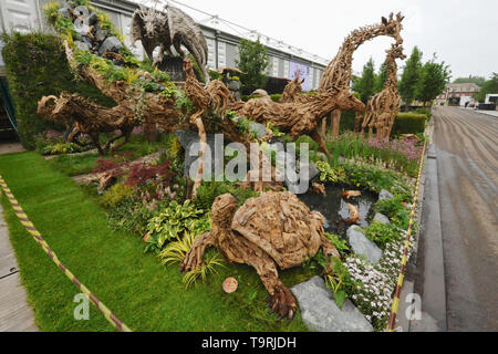Rustic animal sculptures on display at the 2019 RHS Chelsea Flower Show which opened today in the 11-acre grounds of the Royal Hospital Chelsea, London, United Kingdom - 20 May 2019  Held since 1913, the five day event is the most prestigious flower and garden show in the United Kingdom, and perhaps in the world, and attracts around 168,000 visitors each year.  There are 26 themed gardens on display at this year's show as well as over 100 plant displays in the Great Pavilion. New plants are often launched at the show and the popularity of older varieties revived, it is, in effect, the garden d - Stock Photo