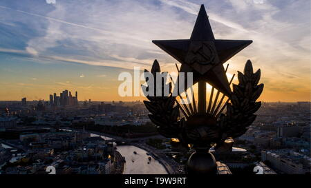 Moscow, Russia. 20th May, 2019. MOSCOW, RUSSIA - MAY 20, 2019: A star on the Kotelnicheskaya Embankment Building. Sergei Bobylev/TASS Credit: ITAR-TASS News Agency/Alamy Live News - Stock Photo