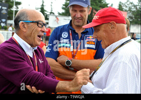 FILE: 21st May 2019. Former Formula One driver Niki Lauda passed away peacefully this morning aged 70. Photo taken: Brno, Czech Republic. 16th Aug, 2015. From right: Austrian former Formula One driver Niki Lauda, Dorna CEO Carmelo Ezpeleta and Heinz Kinigadner of KTM during the Grand Prix of the Czech Republic 2015, Czech Republic, August 16, 2015, Brno, Czech Republic. Credit: Vaclav Salek/CTK Photo/Alamy Live News - Stock Photo