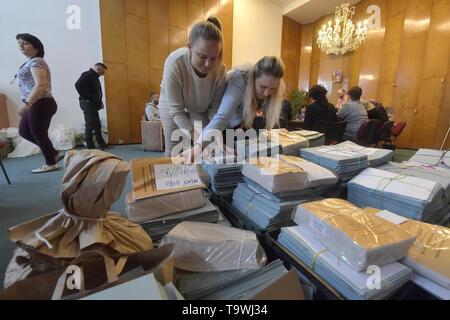 Ostrava, Czech Republic. 21st May, 2019. Ongoing preparations prior to the 2019 European Parliament election in the Czech Republic are seen on May 21, 2019, in Ostrava, Czech Republic. Credit: Jaroslav Ozana/CTK Photo/Alamy Live News - Stock Photo