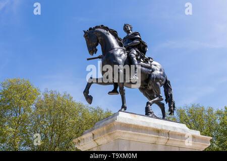 BRISTOL, UK - MAY 14 : Statue in memorial William III in Bristol on May 14, 2019 - Stock Photo