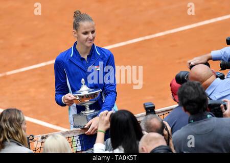 Karolina Pliskova Czech Republic celebrating after victory during prize ceremony. Roma 18-05-2018 Foro Italico   Internazionali BNL D'Italia Italian O - Stock Photo
