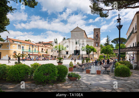 Pavement cafe and restaurants in Piazza Duomo the maincentral square in the hilltop village of Ravello above the Amafli Coast in Campania Italy - Stock Photo