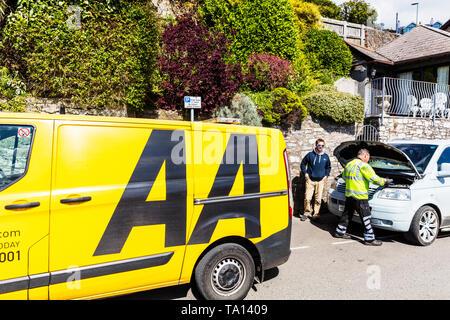 AA rescue van, AA rescue man, AA car repair, AA roadside assistance, Automobile Association, breakdown, car breakdown, Emergency breakdown, - Stock Photo