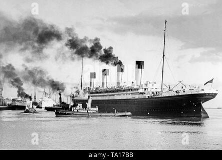 The RMS 'Olympic' of the White Star Line leaves the port of Southampton for the last time. The sister ship of the 'Titanic' and the 'Brittanic' was scrapped in Scotland in 1935. - Stock Photo