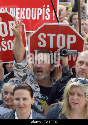 Prague, Czech Republic. 21st May, 2019. About 50,000 people joined another protest held by Million Moments for Democracy NGO, demanding resignation of Justice Minister Marie Benesova and against Prime Minister Andrej Babis, at Wenceslas Square, Prague, Czech Republic, on Wednesday, May 21, 2019. Credit: Michal Kamaryt/CTK Photo/Alamy Live News - Stock Photo