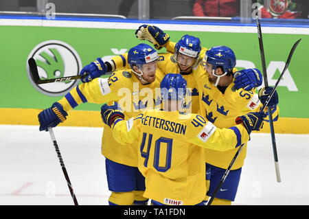 Bratislava, Slovakia. 21st May, 2019. Sweden's players celebrate the first goal the match between Sweden and Russia within the 2019 IIHF World Championship in Bratislava, Slovakia, on May 21, 2019. Credit: Vit Simanek/CTK Photo/Alamy Live News - Stock Photo