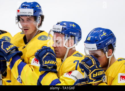 Bratislava, Slovakia. 21st May, 2019. BRATISLAVA, SLOVAKIA - MAY 21, 2019: Sweden's players after the 2019 IIHF Ice Hockey World Championship Preliminary Round Group B match against Russia at Ondrej Nepela Arena. Alexander Demianchuk/TASS Credit: ITAR-TASS News Agency/Alamy Live News - Stock Photo