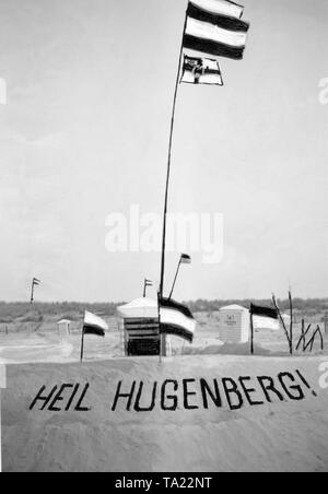 At a beach section there is a canvassing for Hugenberg, top candidate of the German National People's Party, with the greeting 'Heil Hugenberg!', on the occasion of the Reichstag election. The black-white-red flag and the imperial war flag (Reichskriegsflagge) are blowing in the wind. - Stock Photo