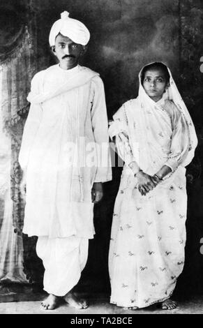 The leader of the Indian independence movement Mahatma Gandhi and his wife Kasturba after returning from South Africa. - Stock Photo