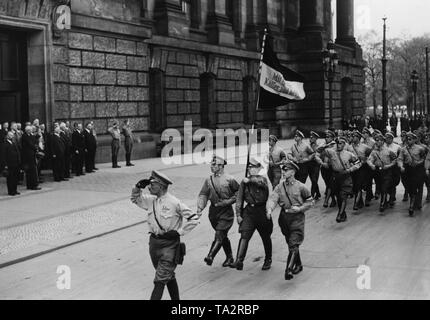 At the board meeting of the German National People's Party in the Reichstag, a division of the Kampfring junger Deutschnationaler marched to the 5th portal of the Reichstag in honor of Adolf Hitler. On the left, the leadership of the DNVP. In the center chairman of the party, Alfred Hugenberg. - Stock Photo