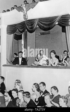From left: Reichsminister Arthur Seyss-Inquart, Mrs. Rainer, Reich Minister of Propaganda Joseph Goebbels with his wife Magda Goebbels and the Gauleiter Friedrich Rainer in the VIP box at the opening of the Salzburg Festival. - Stock Photo