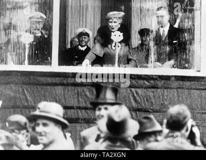 Queen Mary, the wife of British King George V (left), christens the Cunard ocean liner RMS 'Queen Mary' in her name in the shipyard John Brown & Co. in Clydebank. - Stock Photo
