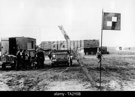 An Armeeoberkommando (Field Army Command) (AOK) of the Wehrmacht near Nirza in Latvia in a tent camp. At the VW Kuebelwagen ... Right, the flag of the AOK. Photo: war correspondent v. der Piepen. - Stock Photo