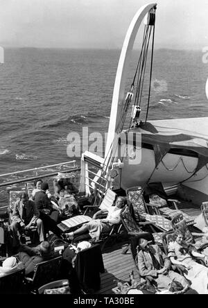 Vacationers are sunbathing on board a cruise ship of the Nazi organization 'Kraft durch Freude' ('Strength through Joy'). Undated photo. - Stock Photo