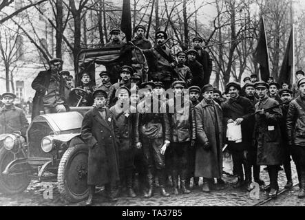 Soldiers of the newly formed Red Army pose for a photo in front of the Smolny Institute, the seat of the Petrograd Soviet. - Stock Photo