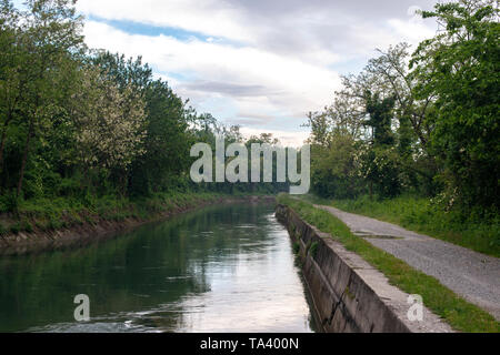 Canal Naviglio Martesana near the town of Canonica d'Adda in north Italy. - Stock Photo