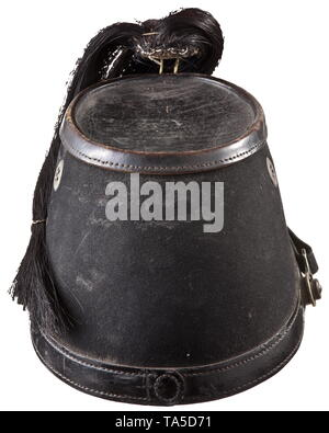 A shako for enlisted men of the Jäger Battalion No. 12, Dresden, circa 1910 Black felt body, star-shaped Jäger emblem with royal Saxon coat of arms, black leather chinstrap on button 91, black horsehair plume with mounting wire, brown leather sweatband, beautiful depot stamp 'K.S.XII-10', size stamp '56'. Signs of age and usage. Well-preserved depot piece. historic, historical, Saxony, Saxonia, Saxonian, German, Germany, 20th century, Additional-Rights-Clearance-Info-Not-Available - Stock Photo