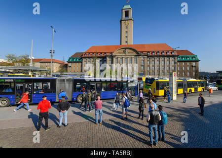 Bus stop, old town-dweller ring, city hall Spandau, Carl apron street, Spandau, Berlin, Germany, Bushaltestelle, Altstädter Ring, Rathaus Spandau, Car - Stock Photo