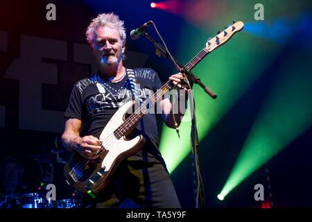 Berlin, Deutschland. 21st May, 2019. 21.05.2019, the British rock singer and bassist of the glam rock band The Sweet Pete Lincoln live on stage at the STILL GOT THE ROCK - Tour 2019 in the Columbiahalle in Berlin. | usage worldwide Credit: dpa/Alamy Live News - Stock Photo