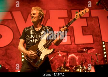 Berlin, Deutschland. 21st May, 2019. 21.05.2019, the British rock singer and bassist of the glam rock band The Sweet Pete Lincoln live on stage at the STILL GOT THE ROCK - Tour 2019 in the Columbiahalle in Berlin.   usage worldwide Credit: dpa/Alamy Live News - Stock Photo