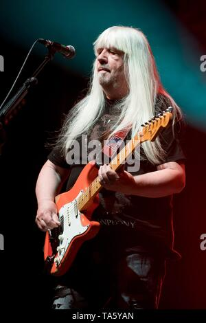Berlin, Deutschland. 21st May, 2019. 21.05.2019, the British rock guitarist and co-founder of the glam rock band The Sweet Andy Scott live on stage at the STILL GOT THE ROCK tour 2019 in the Columbiahalle in Berlin. | usage worldwide Credit: dpa/Alamy Live News - Stock Photo