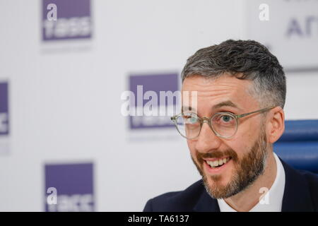 Moscow, Russia. 22nd May, 2019. MOSCOW, RUSSIA - MAY 22, 2019: KPMG UK official David Bird attends a press conference to sum up a report on the illicit cigarette market in the European Economic Union. Mikhail Japaridze/TASS Credit: ITAR-TASS News Agency/Alamy Live News - Stock Photo