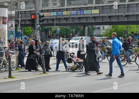 Foreigner, Kottbusser gate, cross mountain, Berlin, Germany, Ausländer, Kottbusser Tor, Kreuzberg, Deutschland - Stock Photo