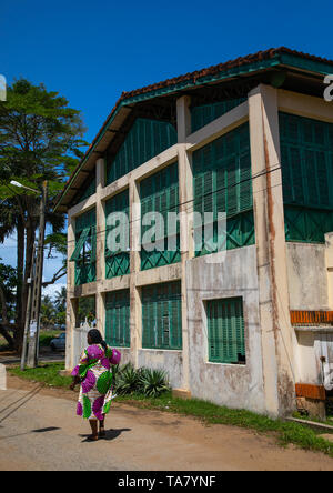 Old french colonial building formerly the customs house in the UNESCO world heritage area, Sud-Comoé, Grand-Bassam, Ivory Coast - Stock Photo