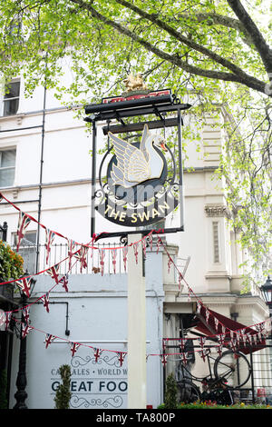 The Swan Hyde park pub sign, Bayswater Road, Bayswater, London, England - Stock Photo