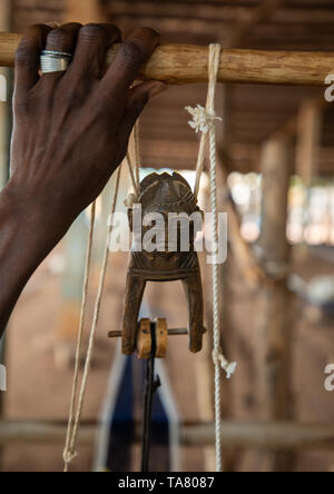 Figural heddle pulley in a traditional Senufo weaving factory, Savanes district, Waraniene, Ivory Coast - Stock Photo
