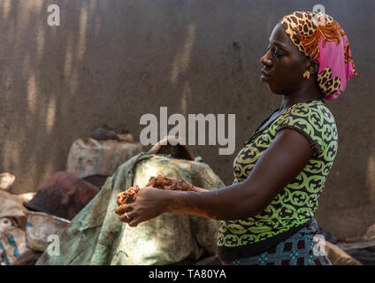 Senufo woman prepairing shea butter in a traditional karité factory, Savanes district, Tcheregnimin, Ivory Coast - Stock Photo