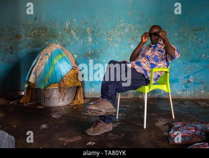 Senufo man in a shea butter or karite factory, Savanes district, Tcheregnimin, Ivory Coast - Stock Photo