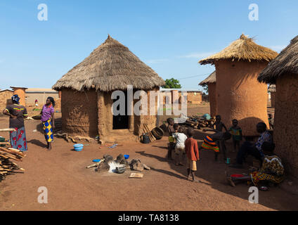 Granaries and huts with thatched roofs, Savanes district, Niofoin, Ivory Coast - Stock Photo