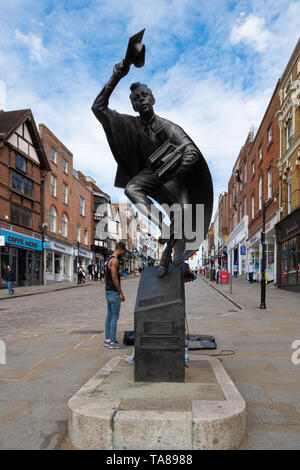 The Surrey Scholar bronze statue, by Allan Sly, on the High Street in Guildford town centre, Surrey, UK - Stock Photo