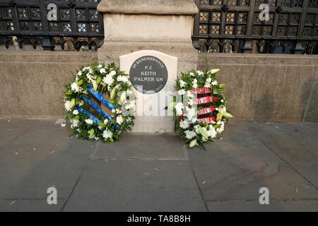 Floral tributes left for PC Keith Palmer who bravely confronted Houses of Parliament terrorist. - Stock Photo