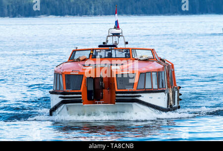 A tender from a cruise ship arriving to the village of Bar Harbor bringing passengers to shop in the stores and eat in the restaurants. - Stock Photo