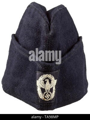 A uniform cap 'Schiffchen' (tr. 'side cap') for members of the fire protection police Schwarzer Wollstoff, meliertes Innenfutter, BeVo-gewebter Polizeiadler. historic, historical, 20th century, Additional-Rights-Clearance-Info-Not-Available - Stock Photo