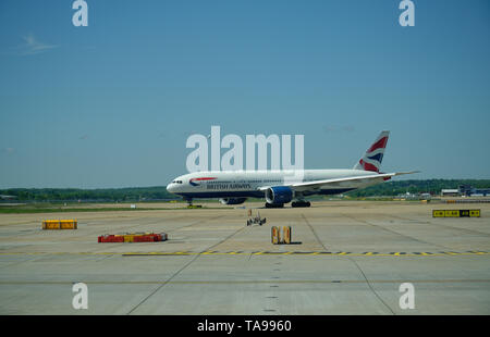 Aircraft at Gatwick Airport. British Ariways flight, taxiing to the runway. - Stock Photo
