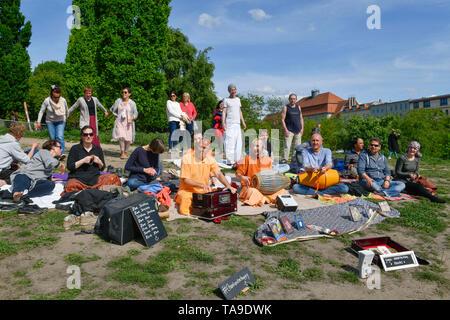Hare Krishna disciple in the wall park, Prenzlauer mountain, Pankow, Berlin, Germany, Hare-Krishna-Jünger im Mauerpark, Prenzlauer Berg, Deutschland - Stock Photo