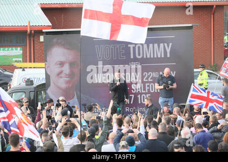 Salford, UK. 22nd May, 2019. Tommy Robinson on the final day of his campaign trail encouraging his supporters to vote for him in the European Elections been held on the 23rd May. Around 200 Stand up to racism campaigners held a counter protest. Mocha Parade, Lower Broughton, Salford. Credit: Barbara Cook/Alamy Live News - Stock Photo