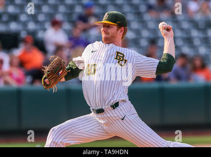 Oklahoma City, OK, USA. 22nd May, 2019. Baylor pitcher Paul Dickens (40) delivers a pitch during a 2019 Phillips 66 Big 12 Baseball Championship first round game between the Oklahoma Sooners and the Baylor Bears at Chickasaw Bricktown Ballpark in Oklahoma City, OK. Gray Siegel/CSM/Alamy Live News - Stock Photo