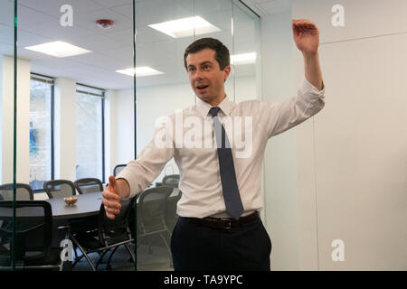 Mayor Pete Buttigieg meets with leaders of the Jewish community at a communal parlor meeting at the offices of Bluelight Strategies in Washington, DC, U.S. on May 23, 2019. Credit: Stefani Reynolds/CNP /MediaPunch - Stock Photo