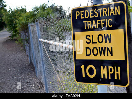 slow down pedestrian traffic, 10 MPH speed limit sign on Alameda Creek Trail in Fremont California - Stock Photo