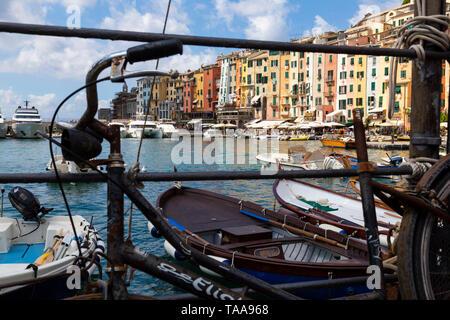 Portovenere o Porto Venere  es un municipio italiano de 3.990 habitantes de la provincia de La Spezia. Se encuentra en la costa de Liguria, sobre el m - Stock Photo