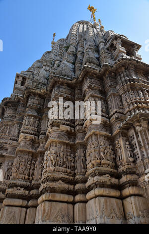 The intricately carved spire of the Hindu Jagdish Temple rises into the blue sky, City Palace complex, Udaipur, Rajasthan, Western India, Asia. - Stock Photo