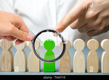The leader chooses the person in the the team. Talented worker. Hiring staff. Employee search. Promote. Human Resource Management. Choosing a new lead - Stock Photo