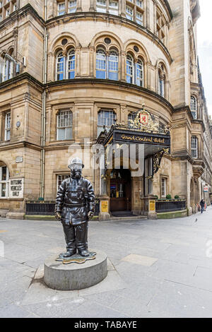 Statue of citizen firefighter outside entrance to Grand Central Hotel in Glasgow Central railway Station complex  Glasgow Scotland UK - Stock Photo
