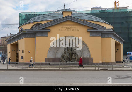 Moscow, Russia - March 23, 2019: Subway station lobby Elektrozavodskaya. Monument to three soviet workers outside in the center of the lobby. - Stock Photo